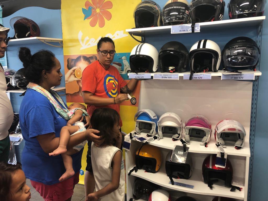 50 casques offerts à des enfants à Papeete