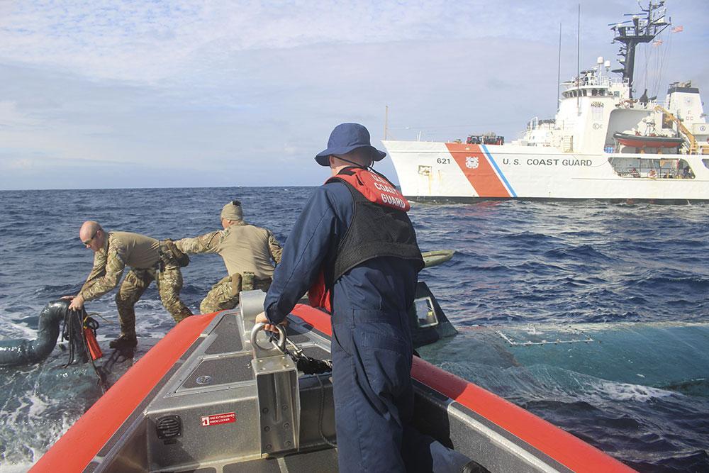 Cinq tonnes de cocaïne saisis à bord d'un sous-marin