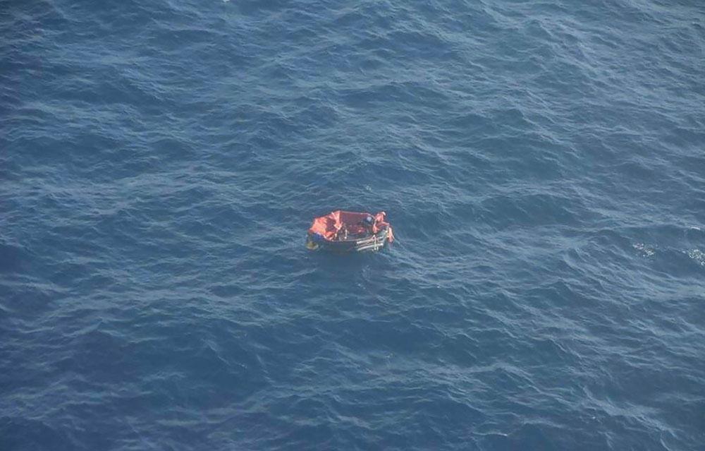 Remorqueur Bourbon Rhode coulé: une embarcation semi-rigide repérée