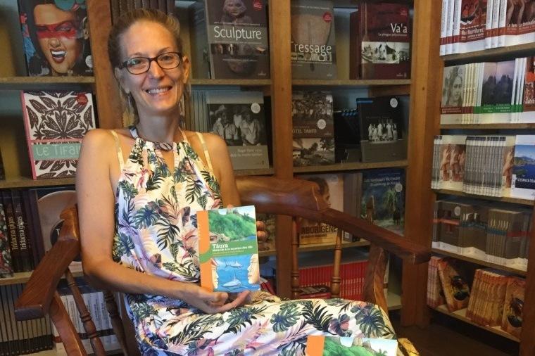 """Jenny Pradine, co-auteure de """"Tāura, Matariki & le mystère des tiki"""" a déjà  signé """"Au Loup ! """" illustré par Leia Chang Soi dans la collection junior de Au Vent des îles."""