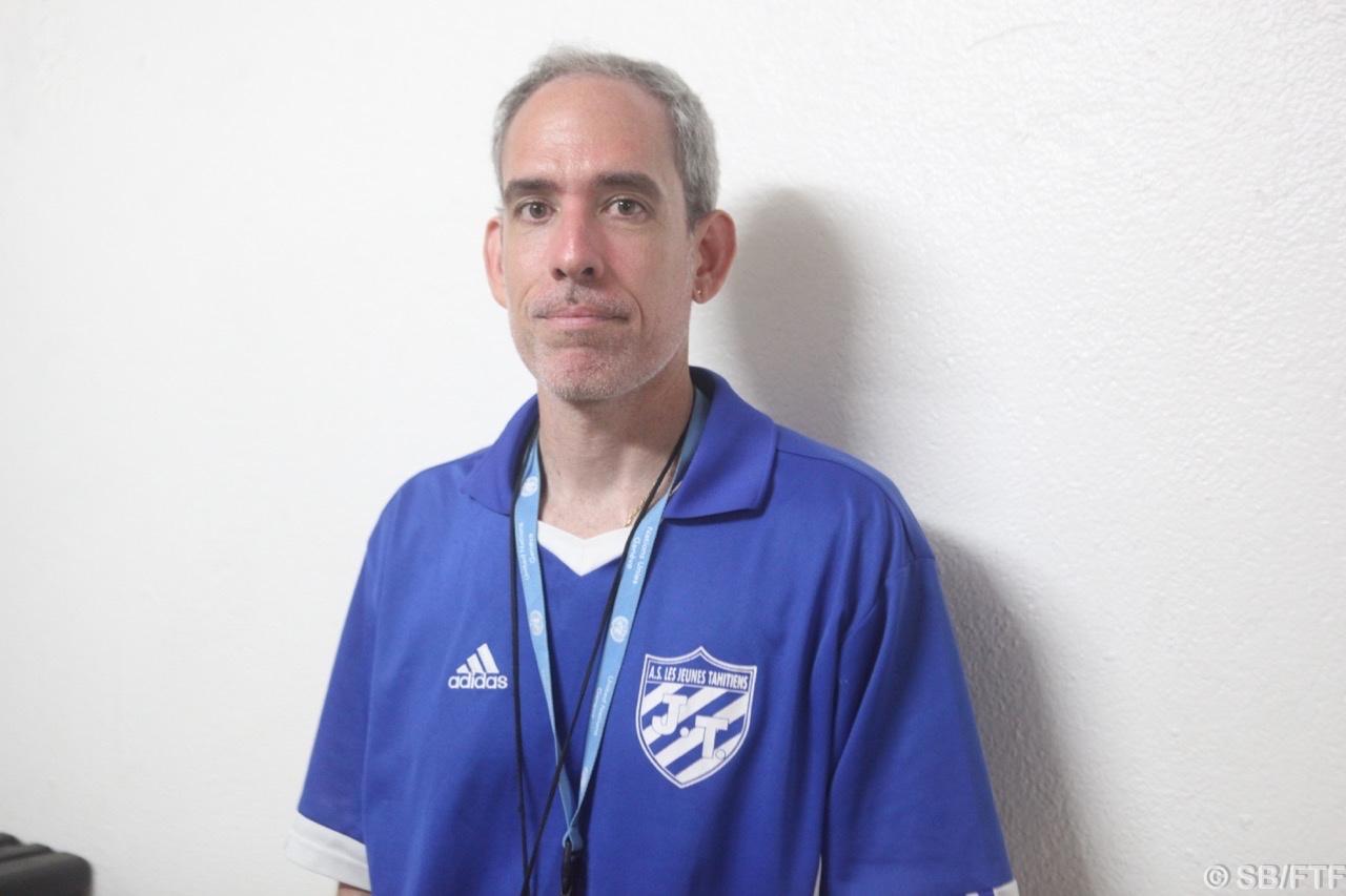 Raiarii Golhen, coach de l'équipe première de JT