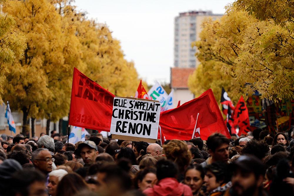 Suicide d'une directrice d'école: des milliers de manifestants à Bobigny