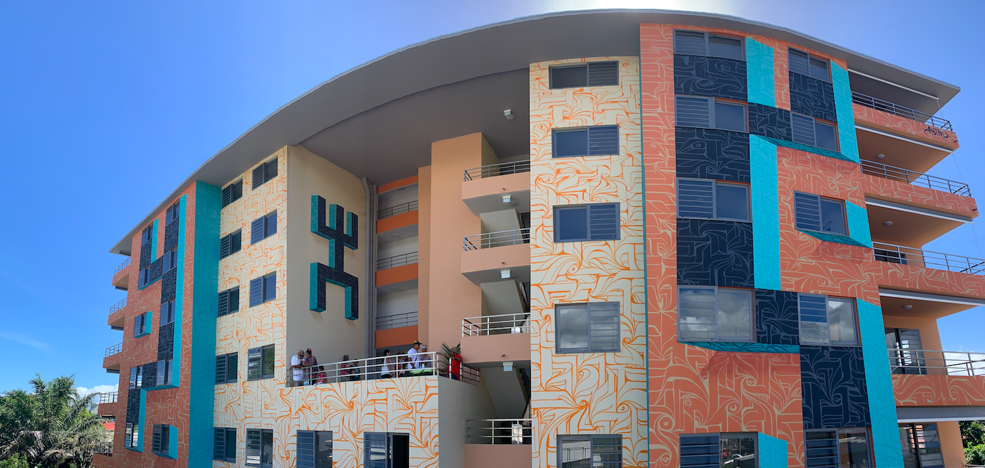 """La résidence """"Le Diadème"""", à Papeete, et sa fresque réalisée en sept jours par les artistes Astro, Deraj et Savaj."""