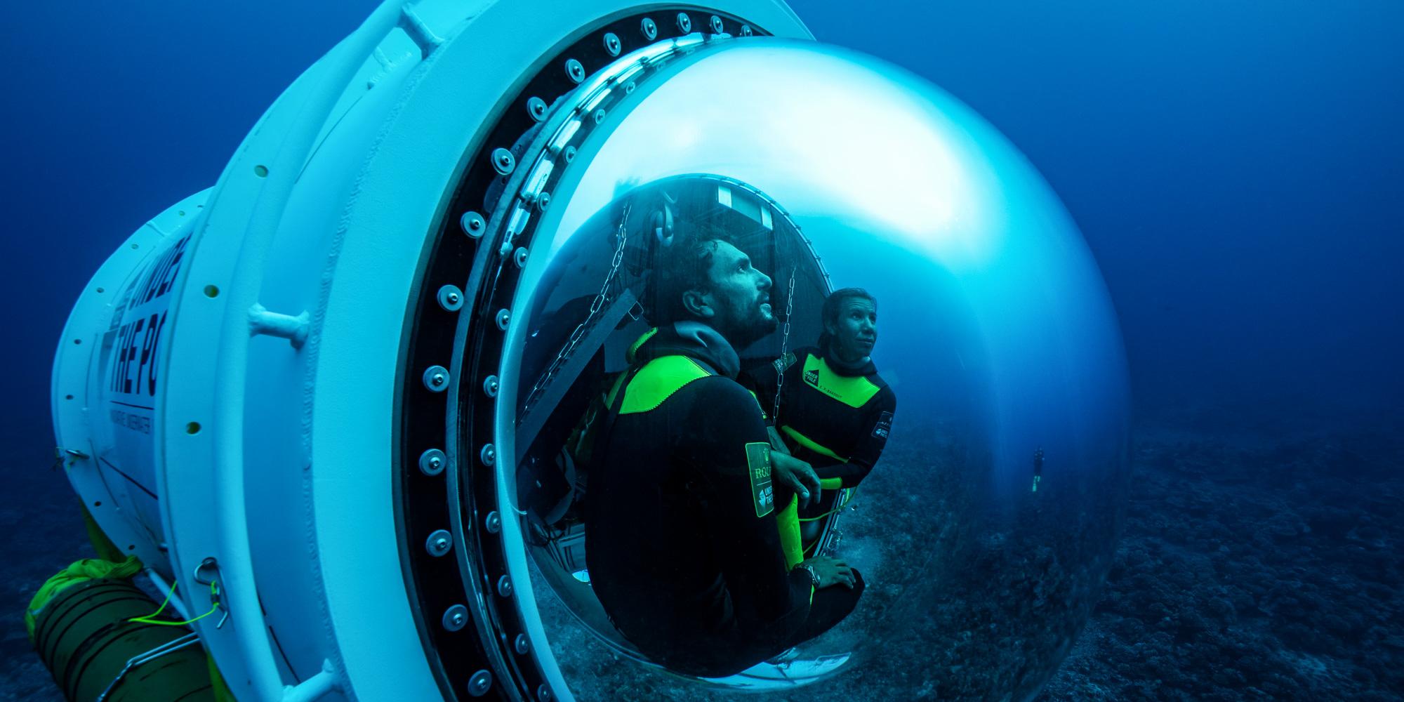 """Pour la première fois, les scientifiques ont pu tester la Capsule, un prototype d'habitat sous-marin. Leurs """"yeux et oreilles"""", des plongeurs expérimentés, y ont séjourné trois jours pour observer la vie corallienne sur une longue durée (crédit photo: Franck Gazzola / Under The Pole / Zeppelin Network )"""
