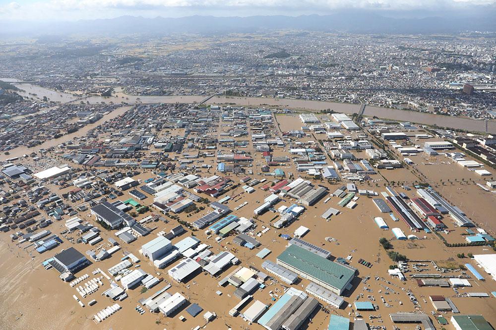 Typhon Hagibis: au moins 26 morts au Japon, 110.000 secouristes mobilisés