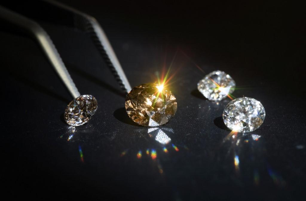 """Dans une banlieue nord de Paris, une start-up fait """"pousser"""" des diamants"""