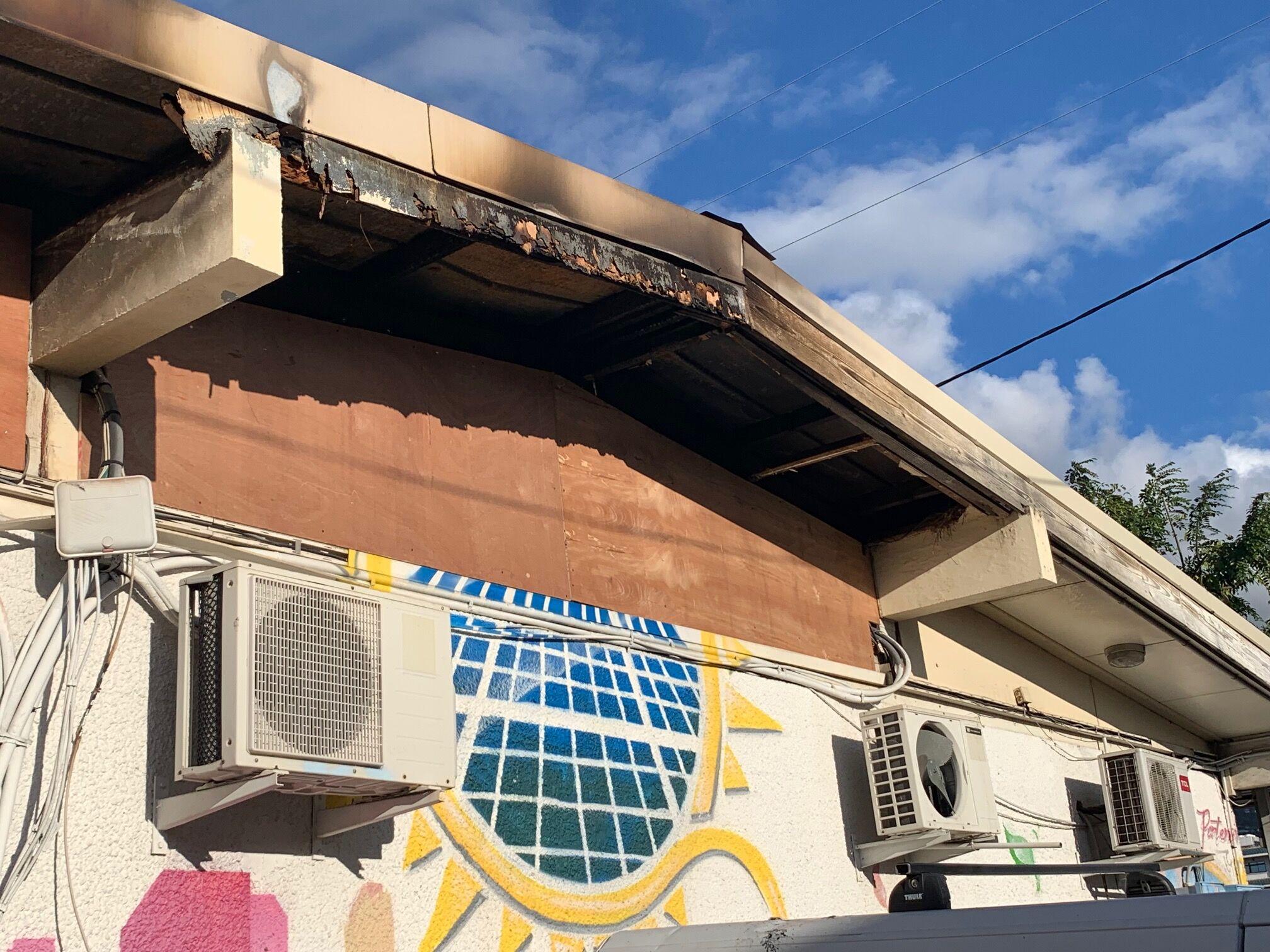 La façade et quelques installations électriques avaient déjà été partiellement réparées jeudi soir.