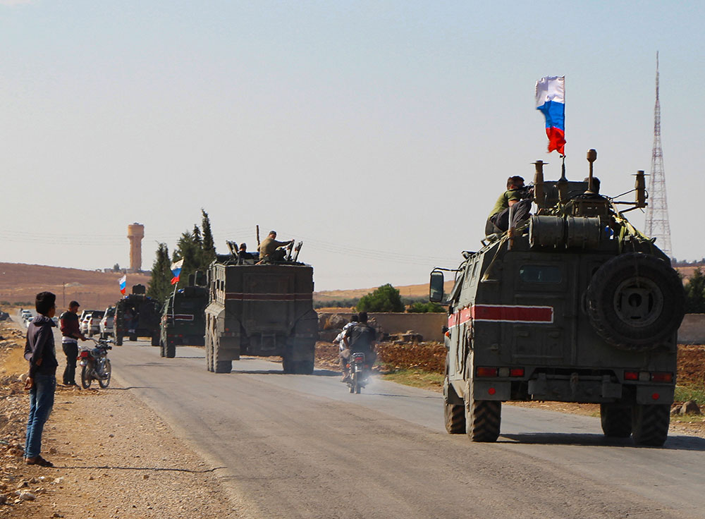 Les forces russes avancent vers la frontalière syro-turque