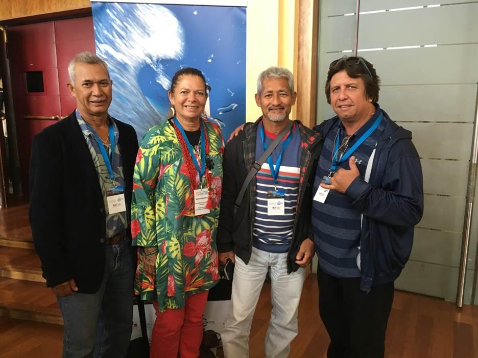 La délégation polynésienne présente à Biarritz pour quatrième colloque national sur les aires marines protégées. De gauche à droite, Marc Atiu, Debora Kimitete, Artigas Hatitio et Roland Sanquer (Crédit : Jérôme Petit - Pew Bertarelli)