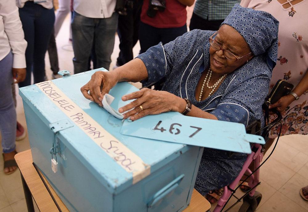 Le président Masisi vainqueur des élections au Botswana, l'opposition conteste