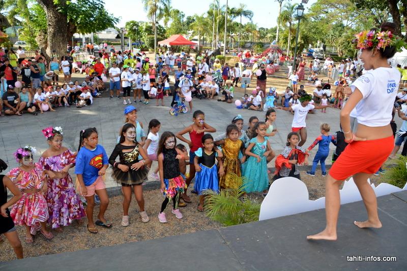 Les petits ont pu participer à une initiation au Ori Tahiti