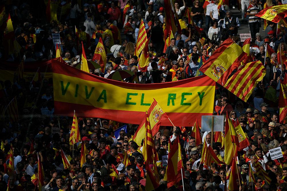 Manifestation massive des anti-indépendantistes catalans