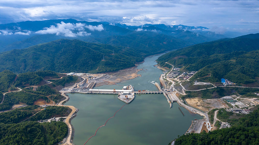 Laos : mise en service d'un méga-barrage controversé sur le Mékong