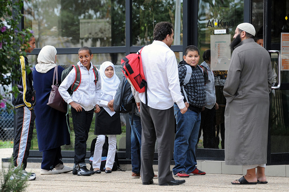 Port du voile: le Sénat examine une proposition de loi LR sur les sorties scolaires