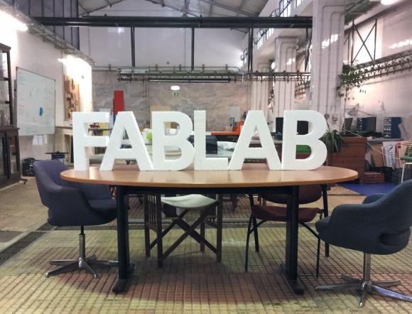 Les Fab lab sont très répandus dans le monde, comme celui-ci à Lisbonne, mais aucun n'a encore réussi à s'ouvrir au fenua. De nouveaux entrepreneurs se frottent à ce défi!