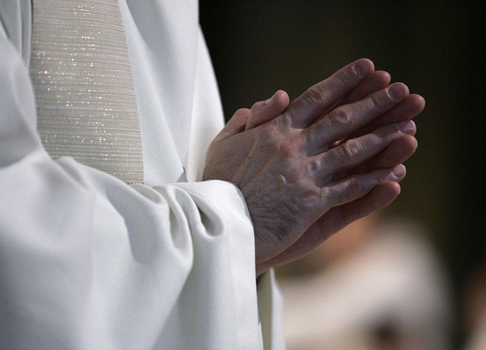 """Oise: le corps d'un prêtre retrouvé à son domicile après une """"mort violente"""", un suspect interpellé"""
