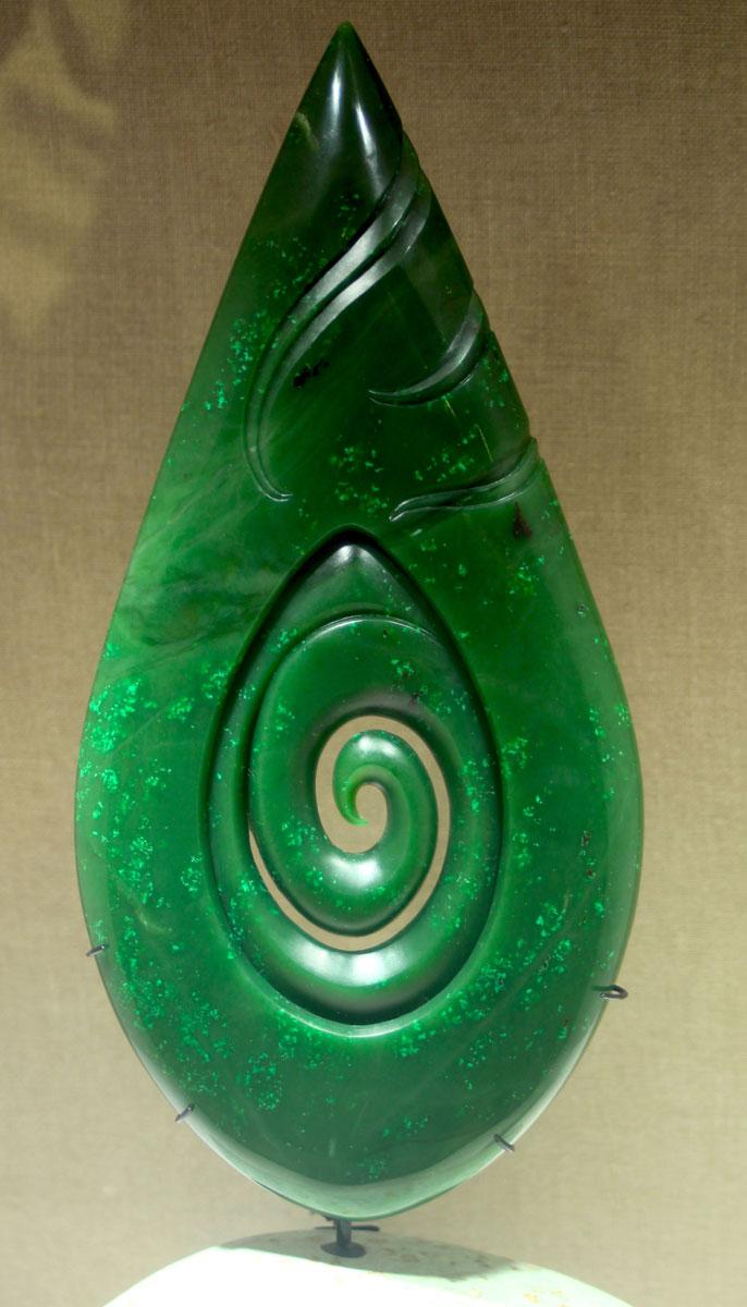 Une création néo-zélandaise moderne en jade provenant de Colombie britannique.