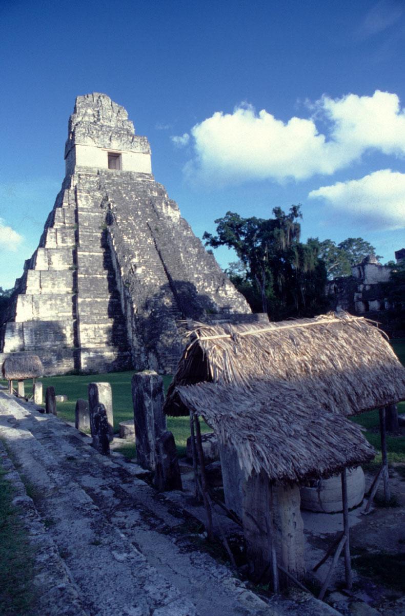 Une vue partielle des ruines de Tikal : les plus belles pièces de jade ont été retrouvées dans les tombes des anciens rois mayas.