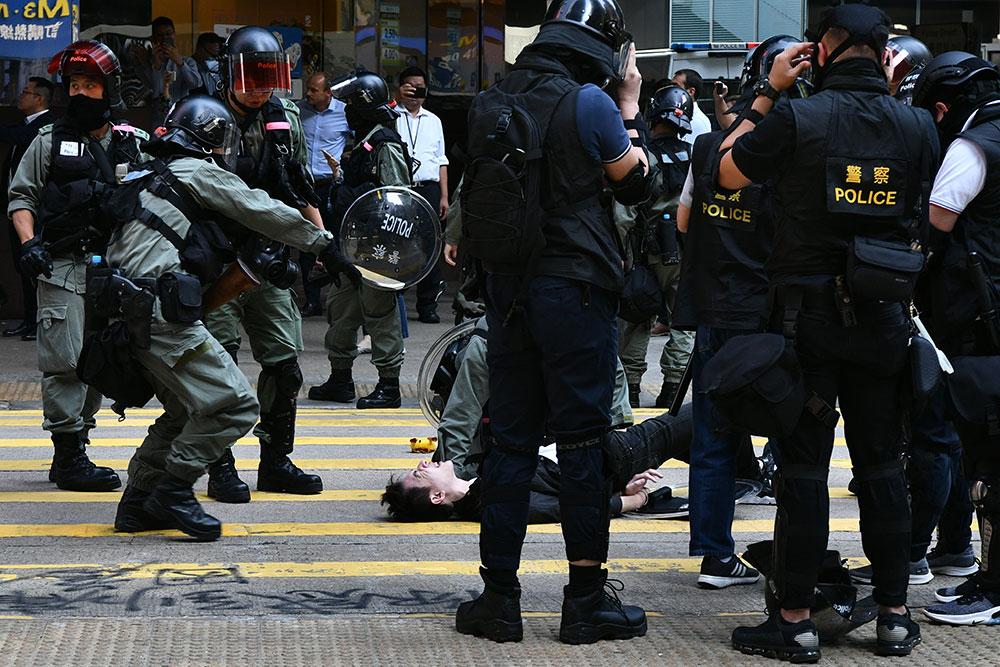 Hong Kong : premiers heurts dans les universités, le quartier des affaires touché