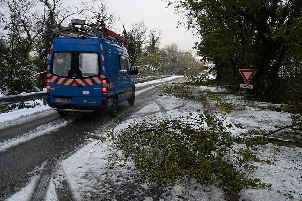 Encore 29.000 foyers privés d'électricité après la neige en Rhône-Alpes
