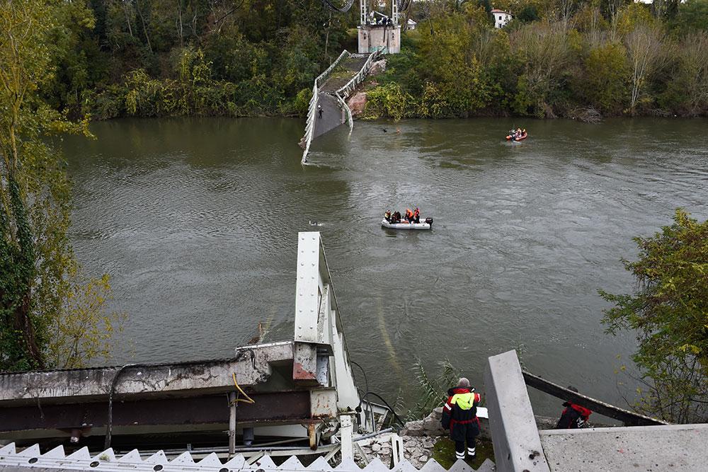 """Pont effondré près de Toulouse: un camion """"de plus de 50 tonnes"""" en cause"""