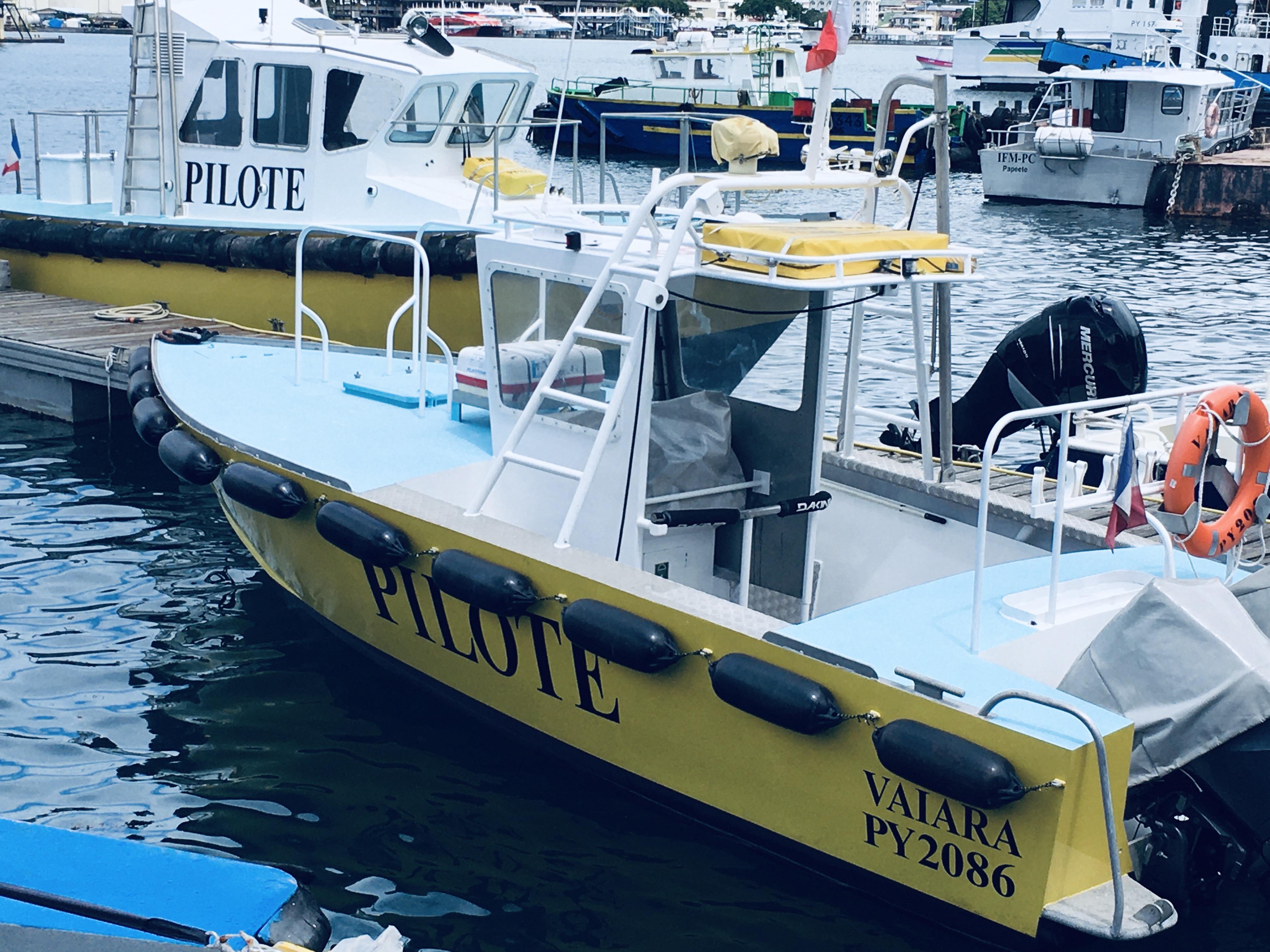 En Polynésie, l'activité de pilotage maritime est assurée par les six collaborateurs de la station Te Ara Tai.
