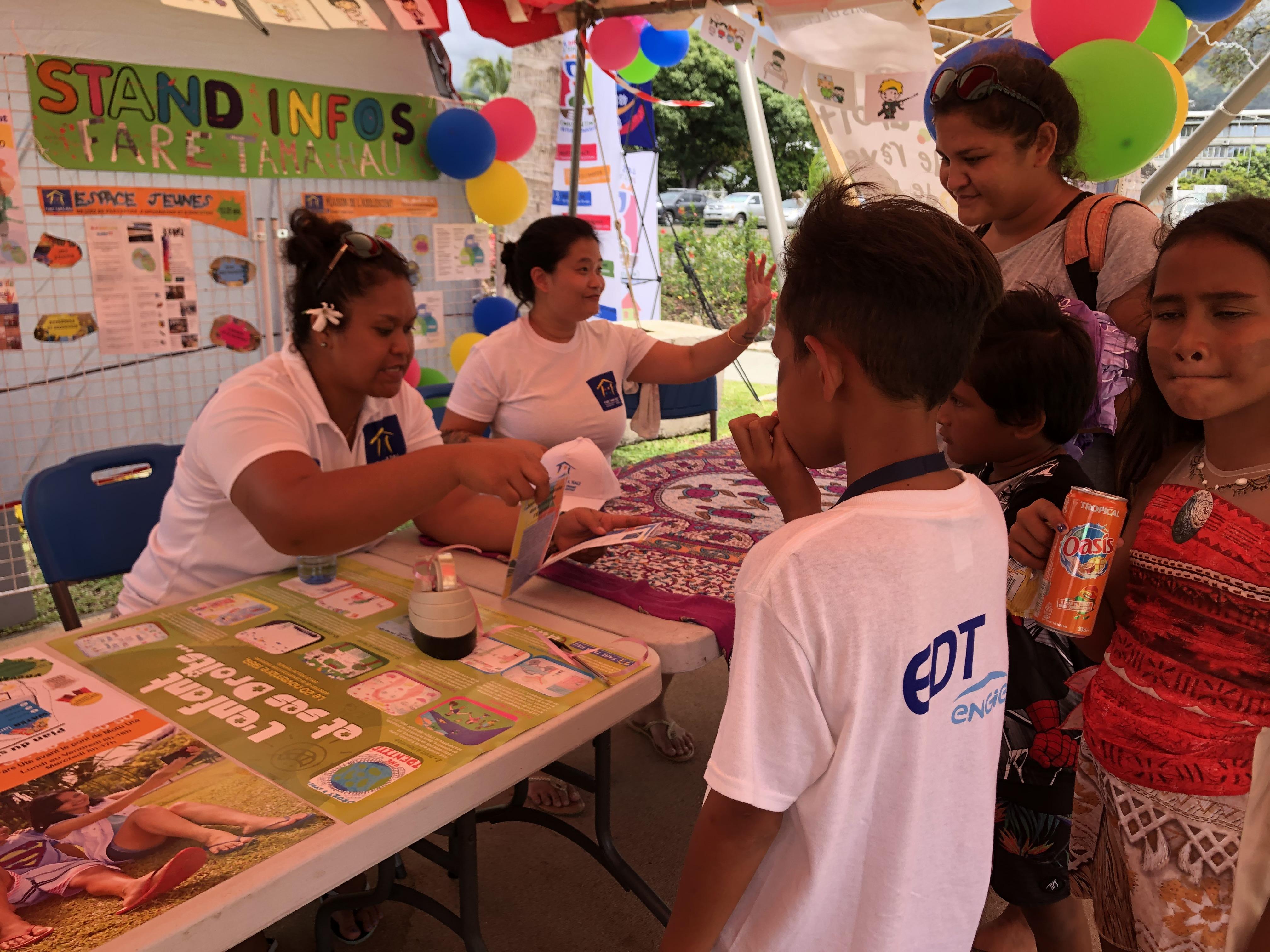 Des stands d'information ont été proposé aux nombreux parents qui se sont déplacés hier au parc Aorai Tini Hau.