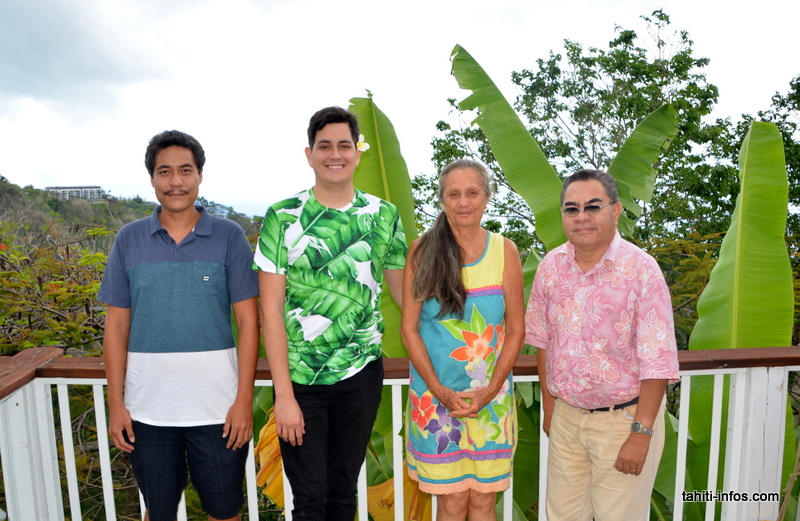 Elton Juventin qui a programmé le site, Are Raimbault directeur artistique, Dany Carlson présidente de l'association Rohutu Noànoà, et Jean-Claude Hauata qui a écrit la fiche sur la rivière Vaiatu de Paea.