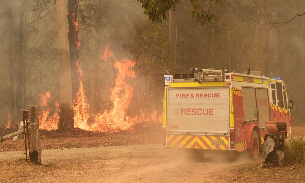 Un jeune pompier australien accusé d'avoir allumé des incendies
