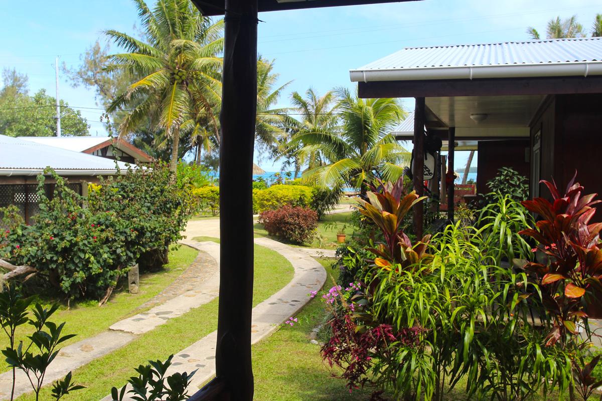 Une vue depuis l'un des bungalows de la pension Linda, en bord de lagon.