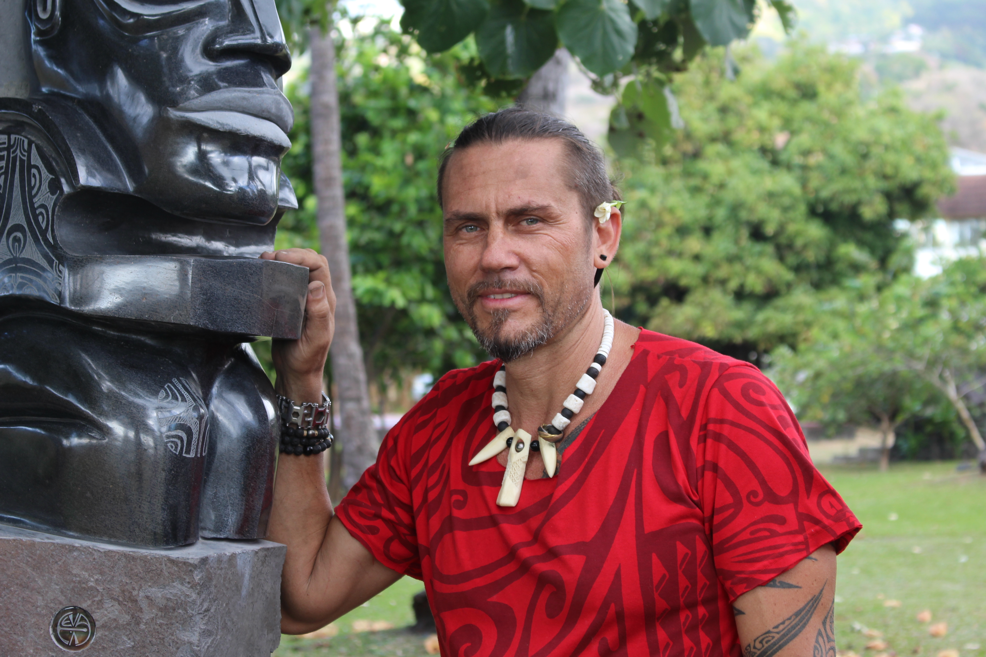 Deux œuvres géantes dans les jardins du musée de Tahiti et des îles