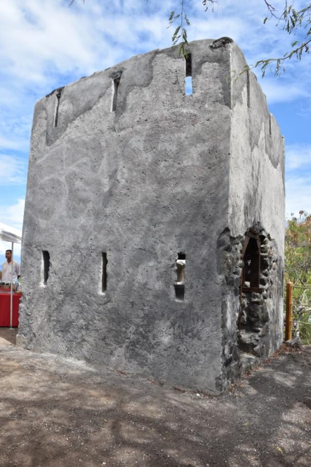 Ce petit fortin réhabilité a une structure quasi rectangulaire avec trois côtés rectilignes et un quatrième en arc de cercle pour une superficie de  16 m2.
