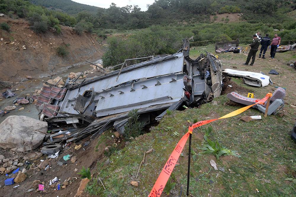 Un bus de touristes tunisiens tombe dans un ravin: au moins 26 morts