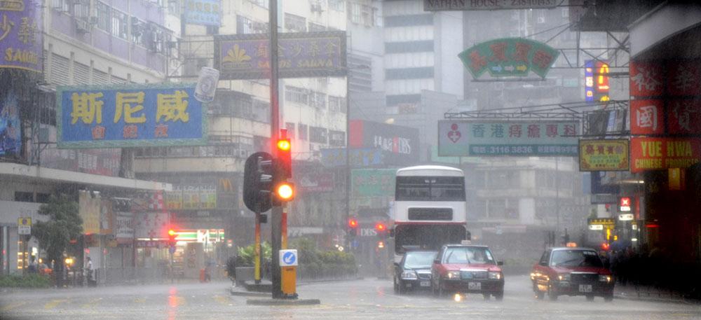 Philippines: des milliers de personnes évacuent à l'approche d'un typhon