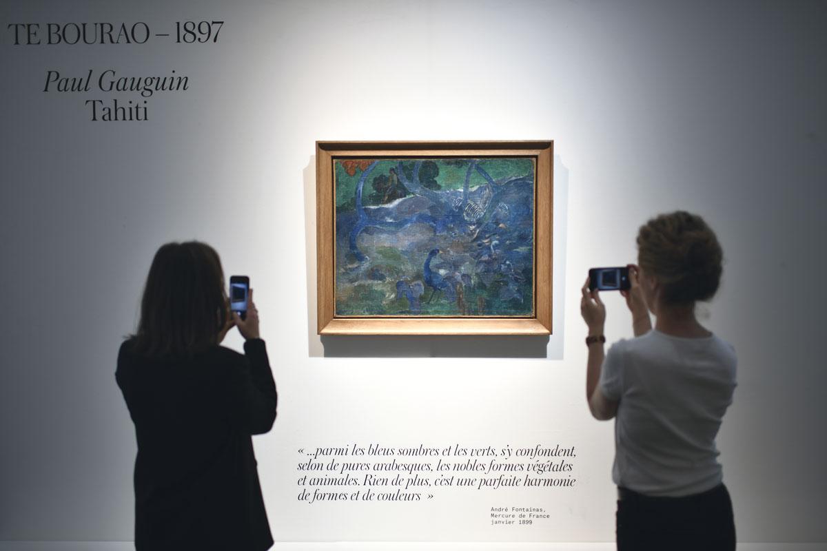 """""""Te bourao (II)"""" de Paul Gauguin, exposé à la maison de vente Artcurial, avant sa vente aux enchères. © STEPHANE DE SAKUTIN / AFP"""