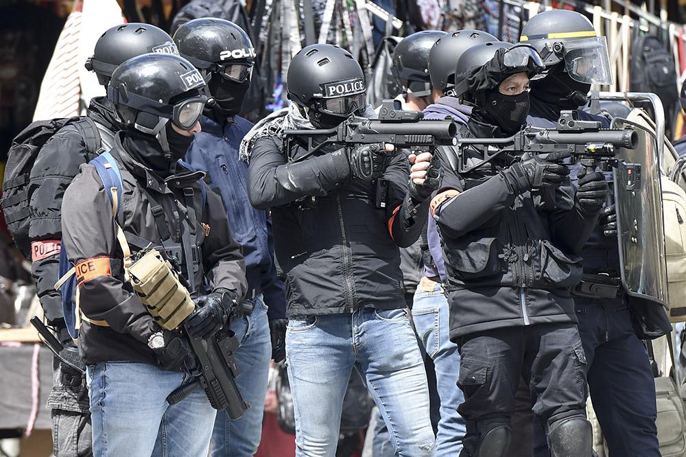 Lyon: un lycéen blessé à la joue par un tir de LBD