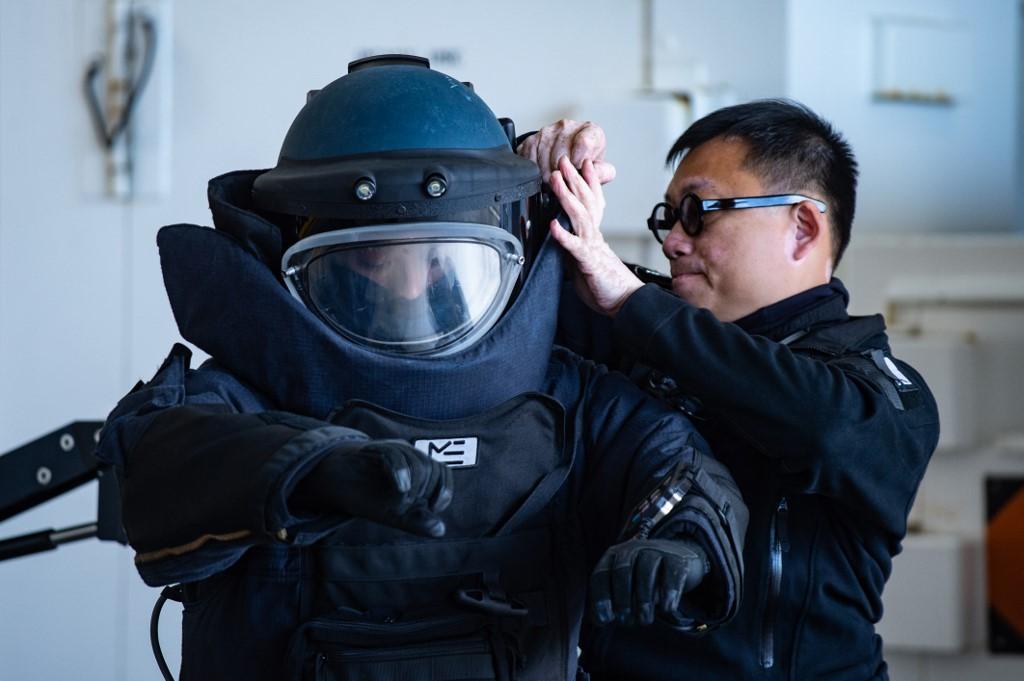 Hong Kong: la police affirme avoir désamorcé deux bombes artisanales dans une école