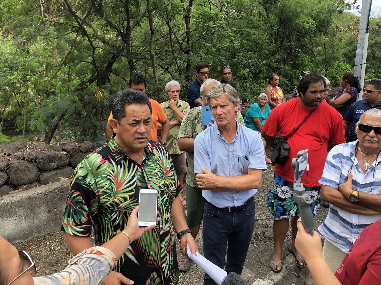 Simplicio Lissant, maire de Punaauia, était entouré mercredi des habitants de la vallée, des associations de propriétaires terriens et des professionnels de la zone industrielle.