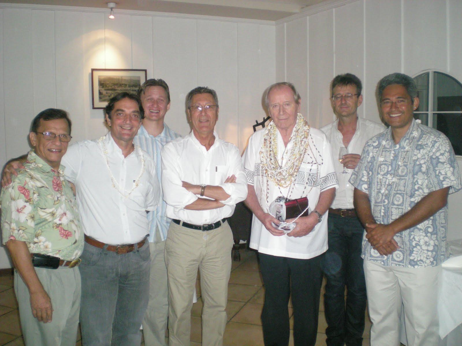 Jean Pérès (cinquième en partant de la gauche) en 2010 lors d'un cocktail de l'association des juristes de Polynésie.