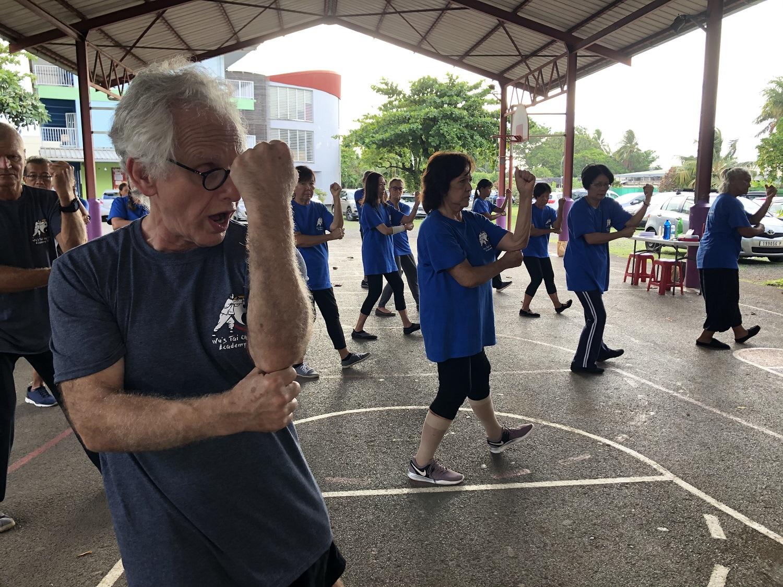 Jonathan Krehm (au premier plan) est une véritable référence de la discipline avec plus de 40 ans de pratique du tai chi chuan style Wu.