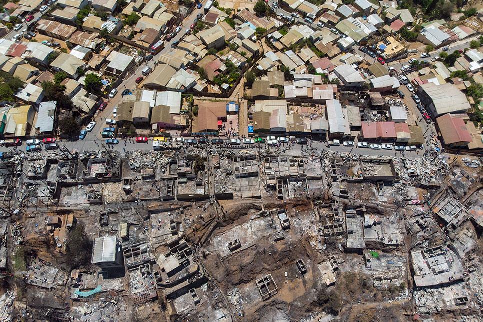 """Chili : un incendie """"intentionnel"""" ravage 245 maisons à Valparaiso"""