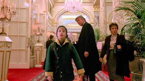 """Trump s'amuse d'avoir été coupé de """"Maman, j'ai encore raté l'avion"""" par une chaîne canadienne"""