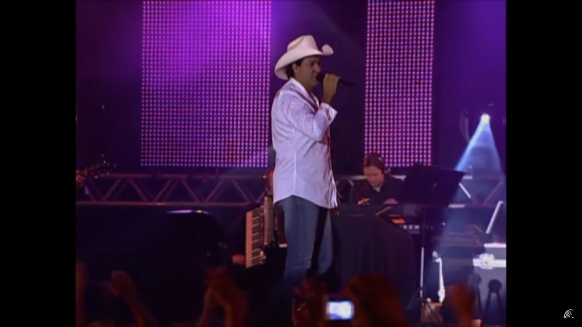 Brésil: un chanteur meurt d'un infarctus en plein concert