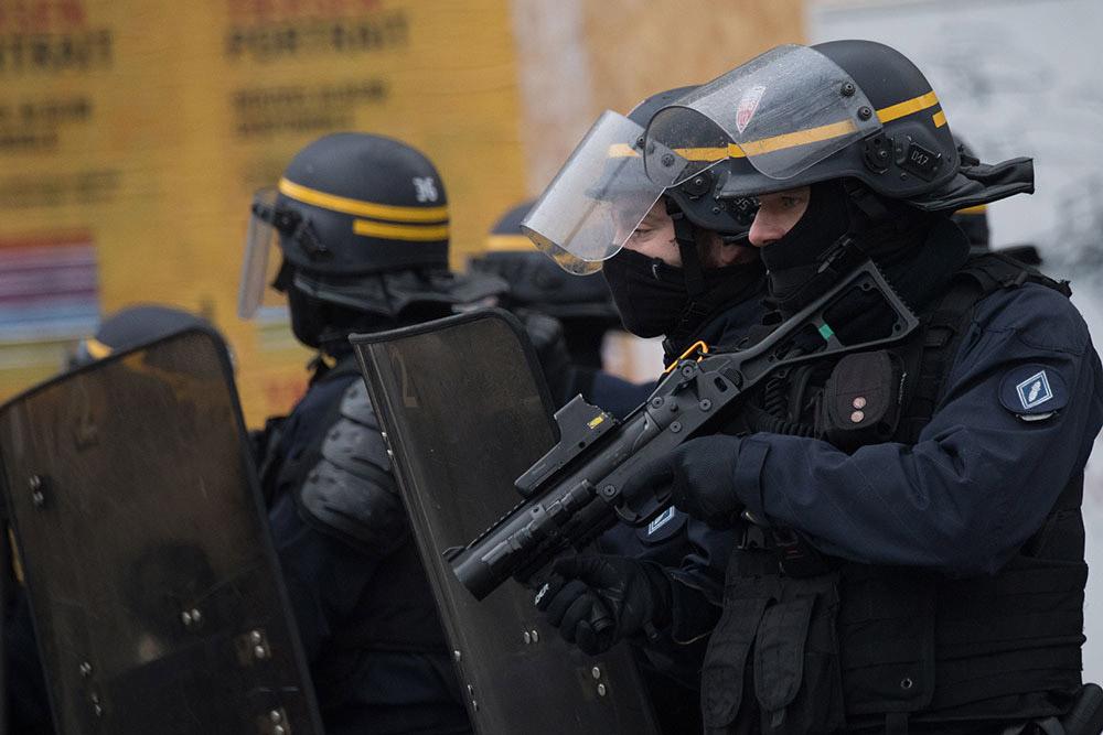 Face aux nouvelles accusations de violences policières, l'exécutif infléchit son discours