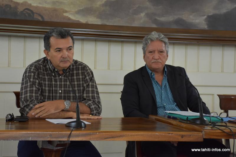René Temeharo et Jean-Christophe Bouissou ont annoncé lundi lors d'une conférence de presse conjointe la décision du gouvernement d'abandonner le tracé actuel de la Route du sud. Une étude est en cours pour redéfinir son itinéraire.