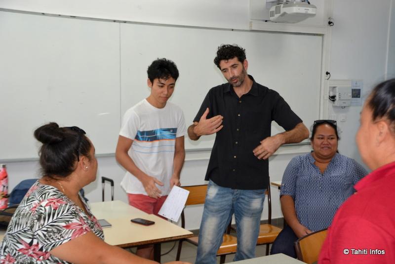 Bertrand Roure et les élèves slammeurs de l'UPF