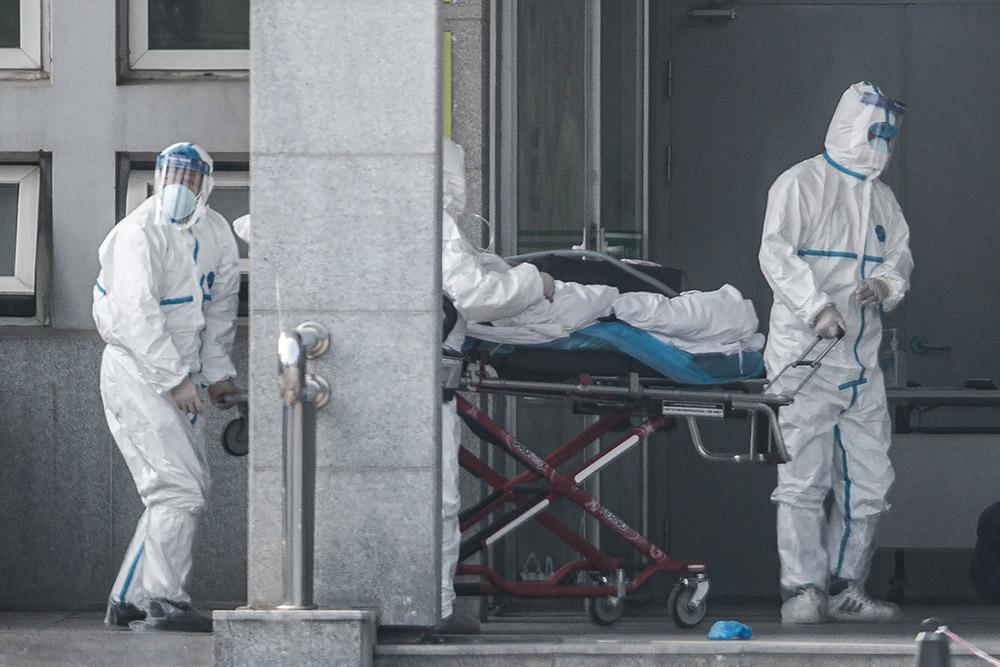 Virus: un 3e mort, l'épidémie touche les grandes villes de Chine