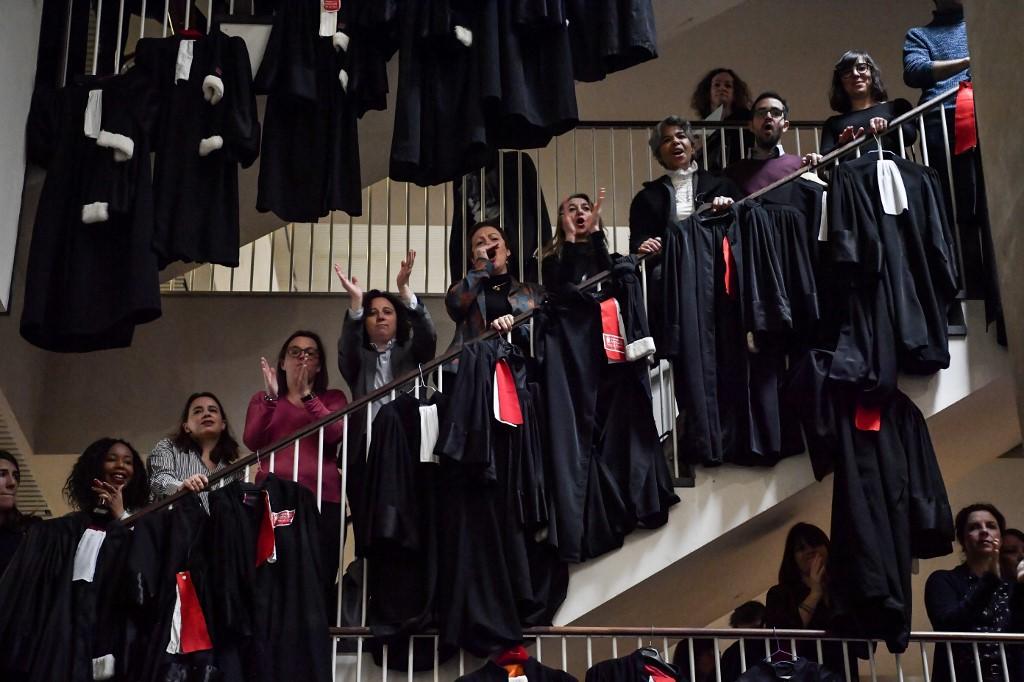 """Retraites: """"marée noire"""" d'avocats pour l'audience de rentrée à Lyon"""