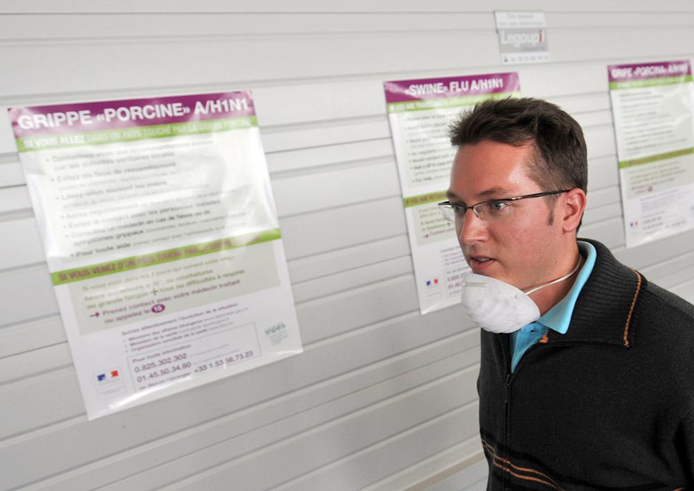"""A Roissy, les passagers venant de Chine étonnés du dispositif sanitaire """"léger"""""""