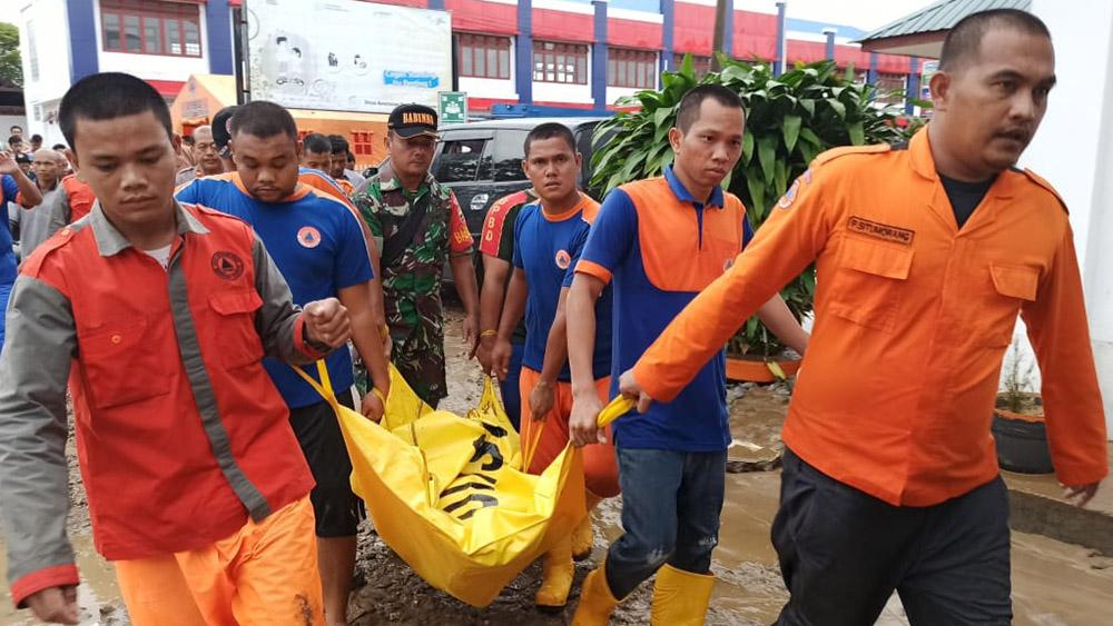 Des crues subites font neuf morts en Indonésie